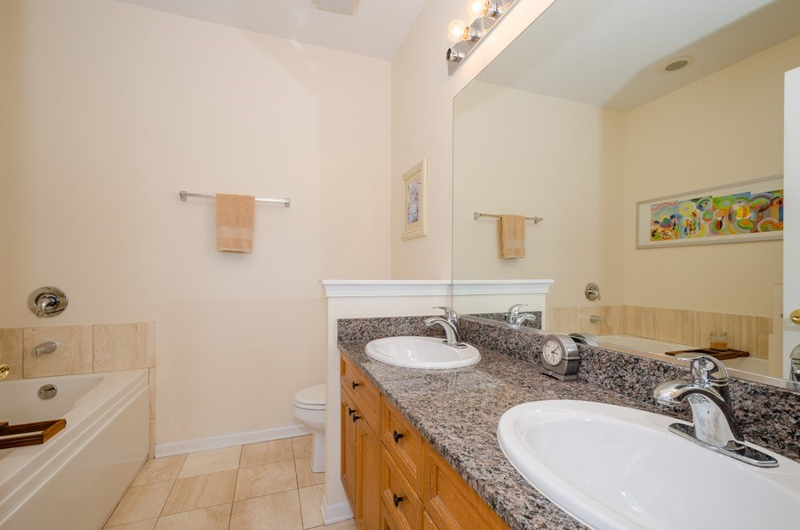 Real Estate Photography - 7742 N. Sheridan 3R, Chicago, IL, 60626 - Master Bathroom