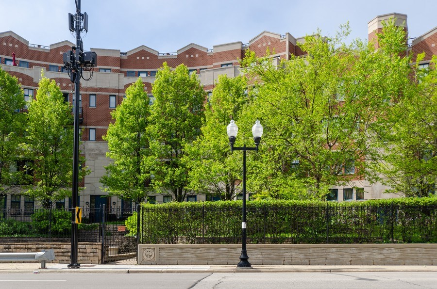 Real Estate Photography - 7742 N. Sheridan 3R, Chicago, IL, 60626 - Front View