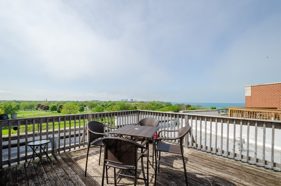 Real Estate Photography - 7742 N. Sheridan 3R, Chicago, IL, 60626 - Deck