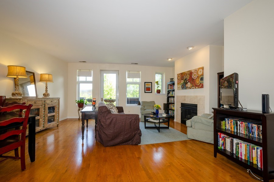 Real Estate Photography - 7742 N. Sheridan 3R, Chicago, IL, 60626 - Living Room / Dining Room