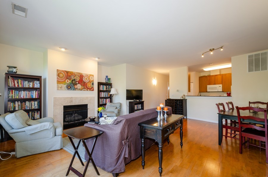Real Estate Photography - 7742 N. Sheridan 3R, Chicago, IL, 60626 - Living Room/Dining Room