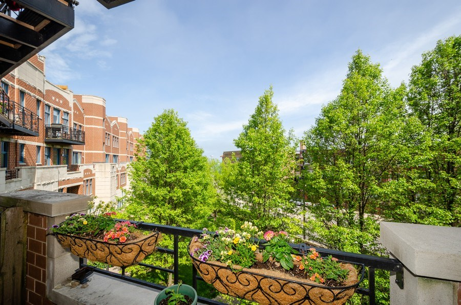 Real Estate Photography - 7742 N. Sheridan 3R, Chicago, IL, 60626 - Balcony