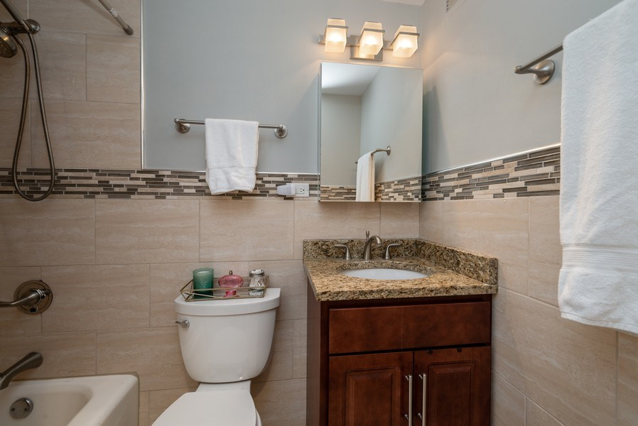 Real Estate Photography - 3200 N LAKE SHORE DRIVE, 2003, CHICAGO, IL, 60657 - Bathroom