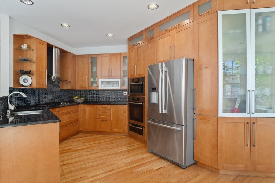 Real Estate Photography - 2240 applehill ct s, Buffalo grovr, IL, 60089 - Kitchen