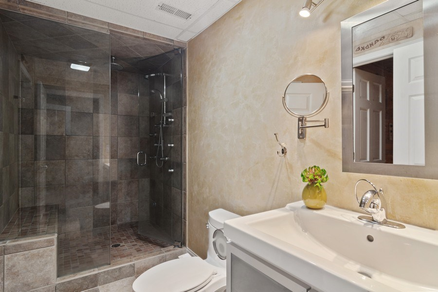 Real Estate Photography - 2240 applehill ct s, Buffalo grovr, IL, 60089 - 2nd Bathroom