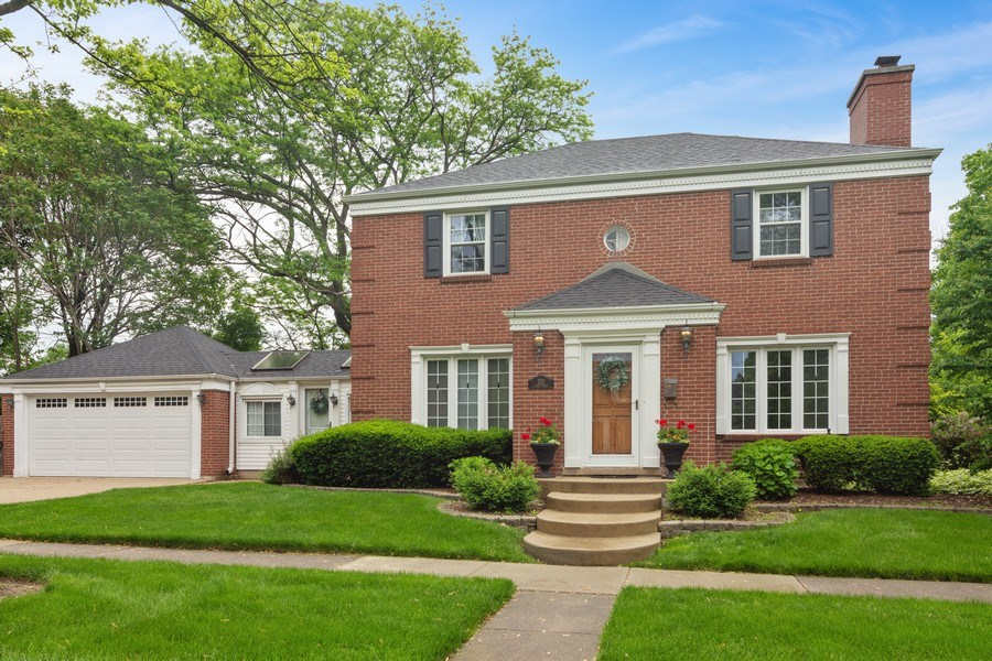 Real Estate Photography - 222 S Albert St, Mount Prospect, IL, 60056 - Front View