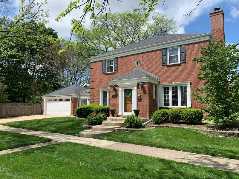 Real Estate Photography - 222 S Albert St, Mount Prospect, IL, 60056 -