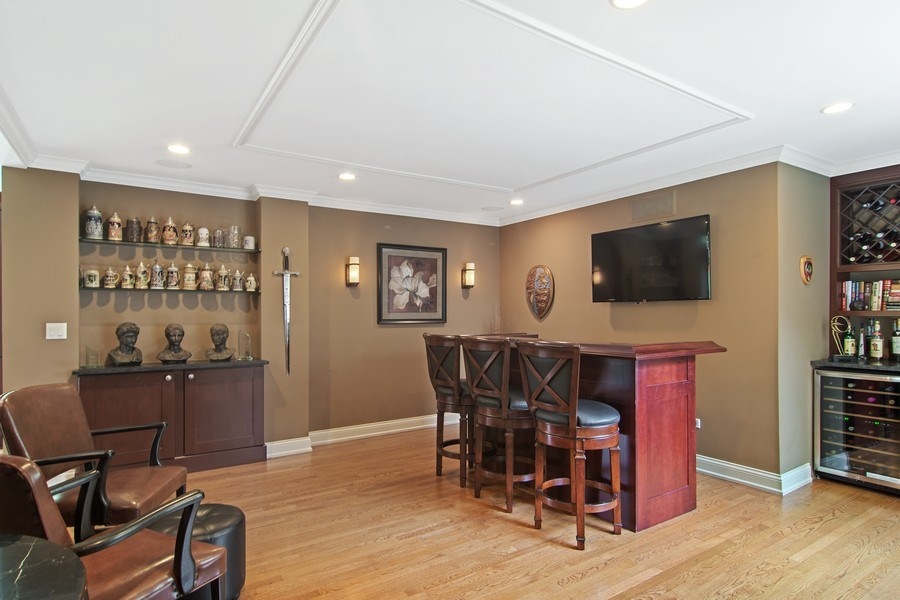 Real Estate Photography - 1231 W Heather, Arlington Heights, IL, 60005 - Dining/Bar