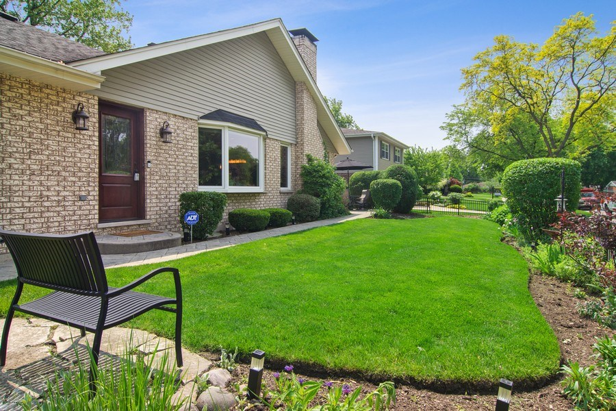 Real Estate Photography - 1231 W Heather, Arlington Heights, IL, 60005 - Side Yard