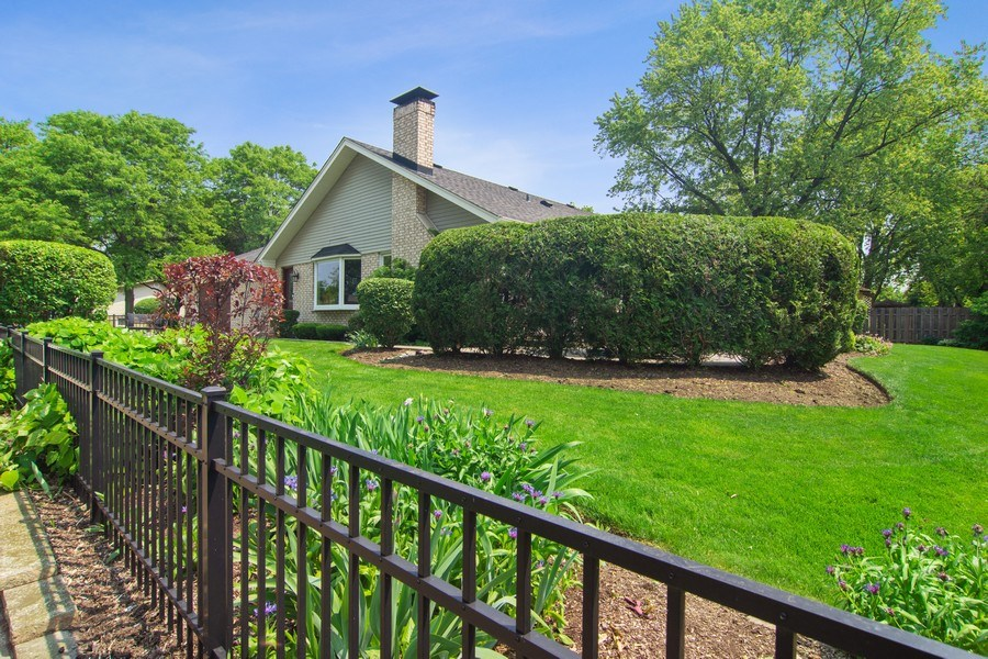 Real Estate Photography - 1231 W Heather, Arlington Heights, IL, 60005 - Side View