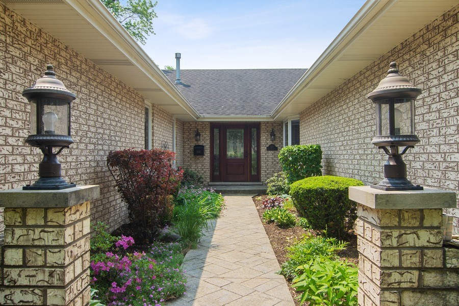 Real Estate Photography - 1231 W Heather, Arlington Heights, IL, 60005 - Entryway
