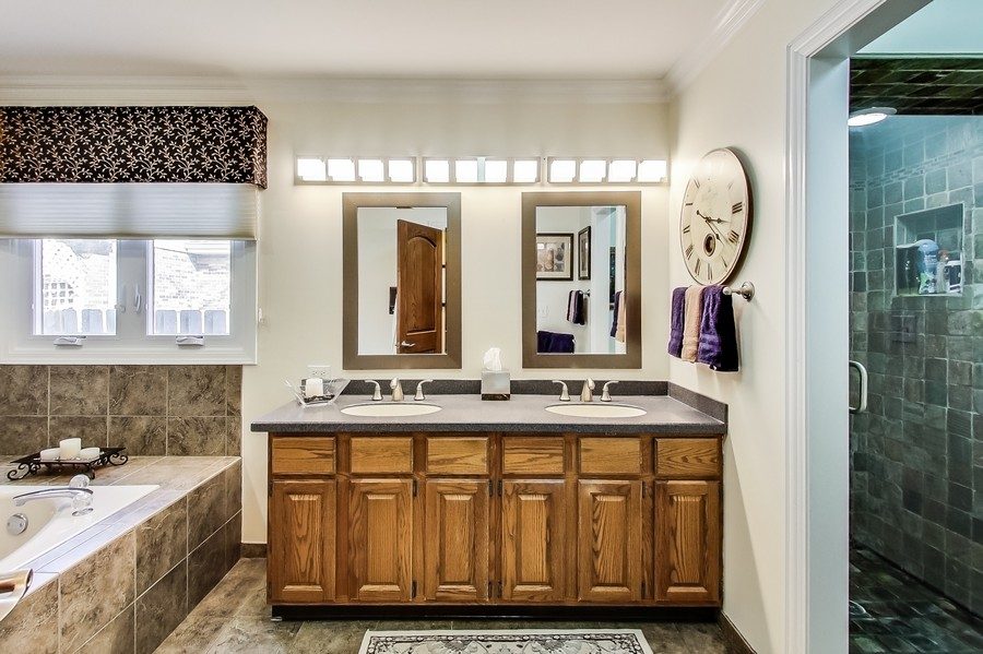 Real Estate Photography - 1231 W Heather, Arlington Heights, IL, 60005 - Master Bath RV