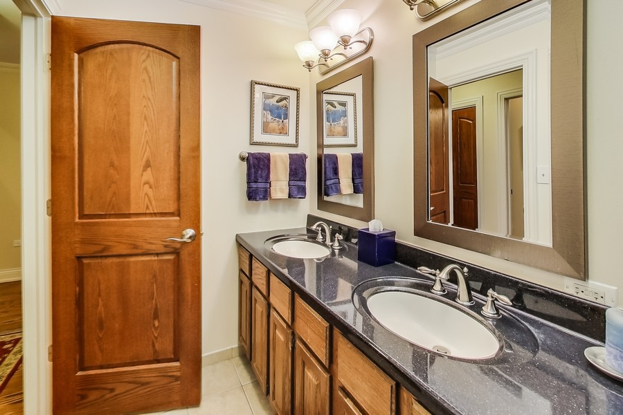 Real Estate Photography - 1231 W Heather, Arlington Heights, IL, 60005 - Hall Full Bath RV
