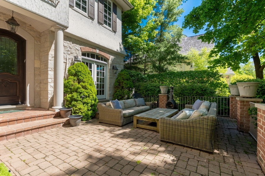 Real Estate Photography - 205 Laurel, Highland Park, IL, 60035 - Front Courtyard