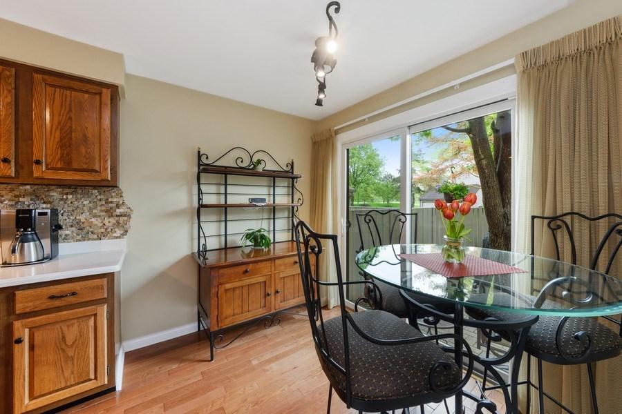 Real Estate Photography - 376 N Oak Hill Road, Lake Barrington, IL, 60010 - Kitchen / Breakfast Room