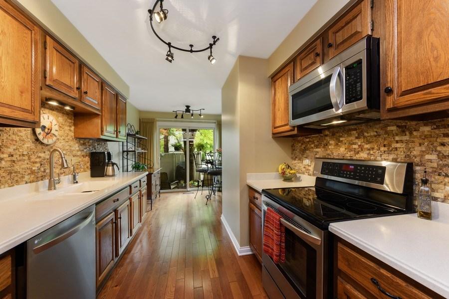 Real Estate Photography - 376 N Oak Hill Road, Lake Barrington, IL, 60010 - Kitchen