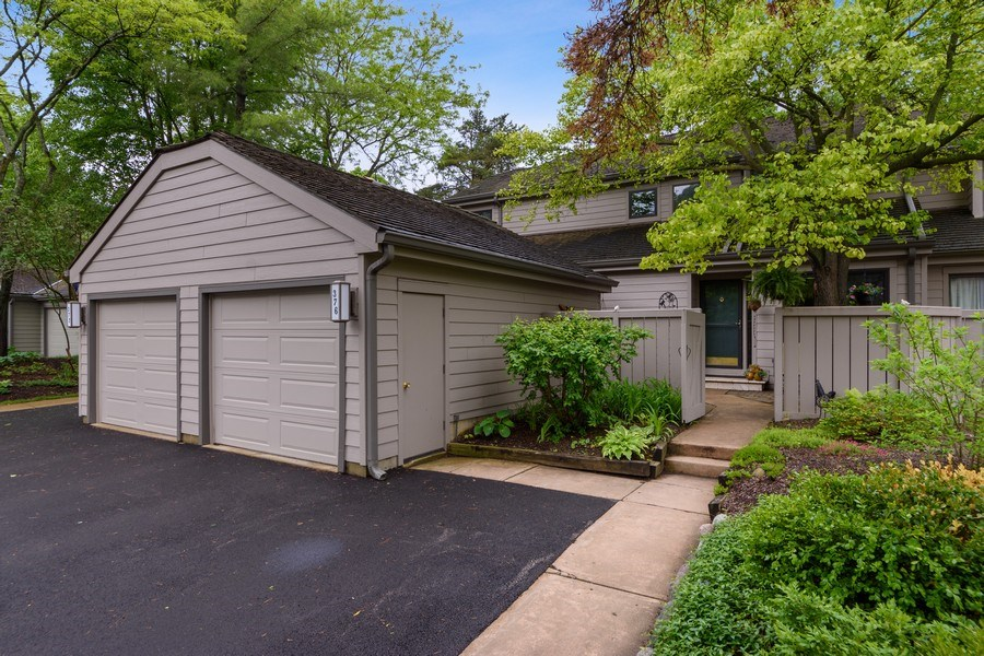Real Estate Photography - 376 N Oak Hill Road, Lake Barrington, IL, 60010 - Front View