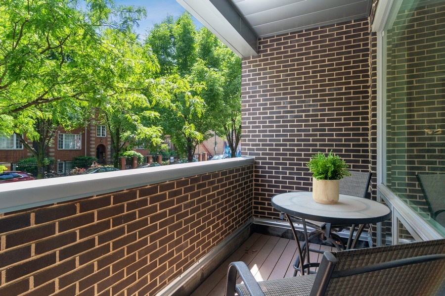 Real Estate Photography - 1536 W. Walton St, 1, Chicago, IL, 60642 - Porch