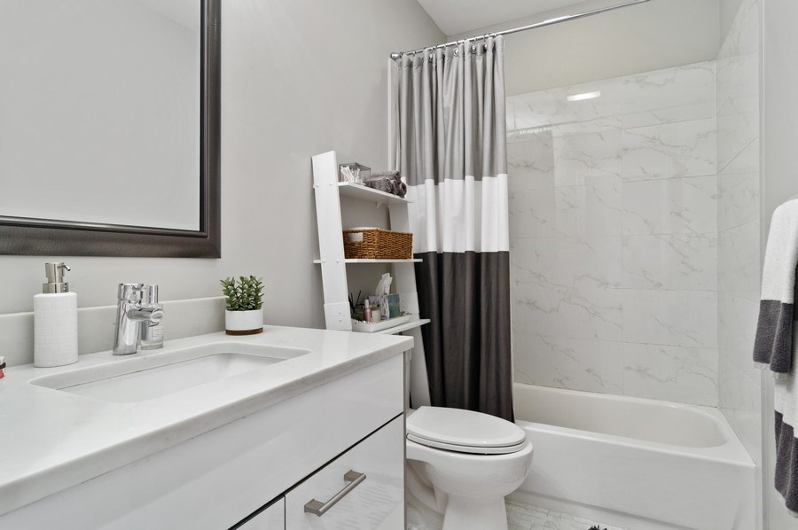 Real Estate Photography - 1536 W. Walton St, 1, Chicago, IL, 60642 - Bathroom