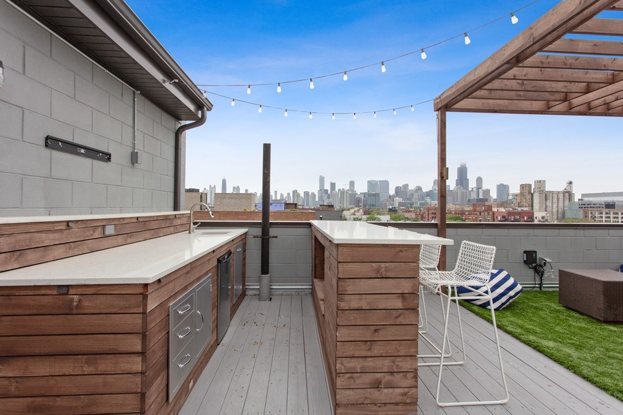 Real Estate Photography - 1459 W Grand Ave, 1, Chicago, IL, 60642 - Roof Deck