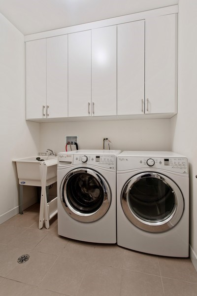 Real Estate Photography - 1459 W Grand Ave, 1, Chicago, IL, 60642 - Laundry Room