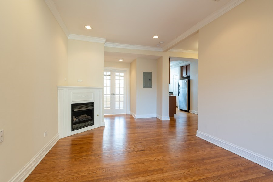 Real Estate Photography - 7054 N Damen Ave, Unit 3, Chicago, IL, 60626 - Living Room