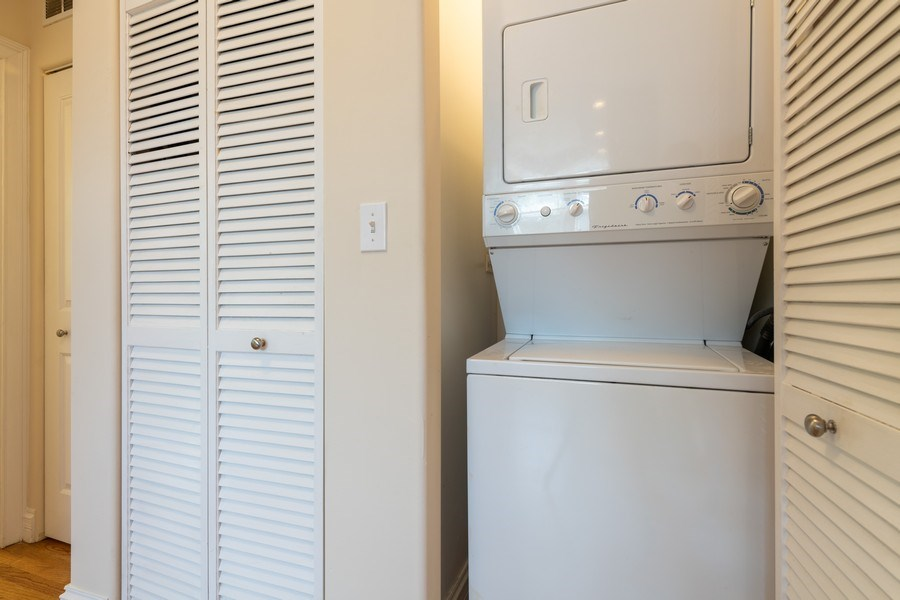 Real Estate Photography - 7054 N Damen Ave, Unit 3, Chicago, IL, 60626 - Laundry Room