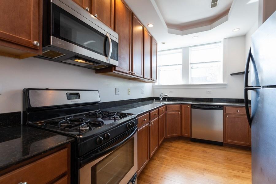 Real Estate Photography - 7054 N Damen Ave, Unit 3, Chicago, IL, 60626 - Kitchen