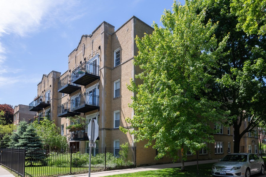 Real Estate Photography - 7054 N Damen Ave, Unit 3, Chicago, IL, 60626 - Front View