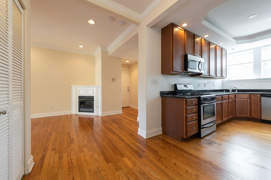 Real Estate Photography - 7054 N Damen Ave, Unit 3, Chicago, IL, 60626 - Kitchen / Living Room