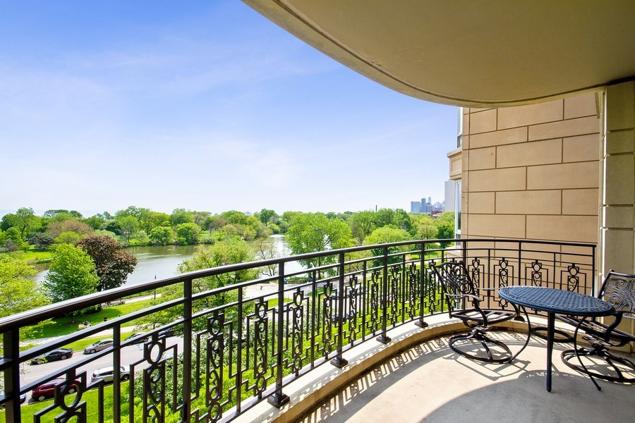 Real Estate Photography - 2550 N Lakeview, N703, Chicago, IL, 60614 - Deck