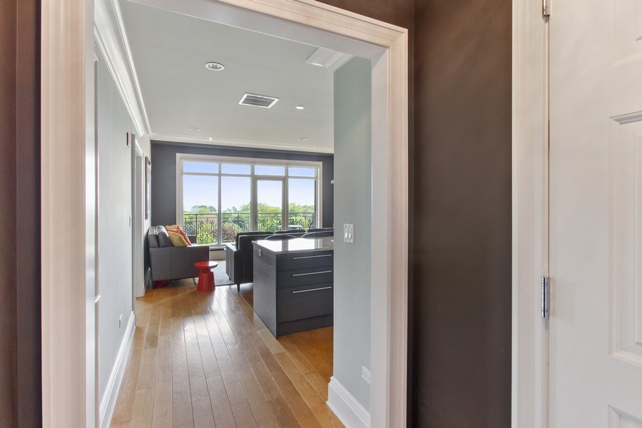 Real Estate Photography - 2550 N Lakeview, N703, Chicago, IL, 60614 - Entryway