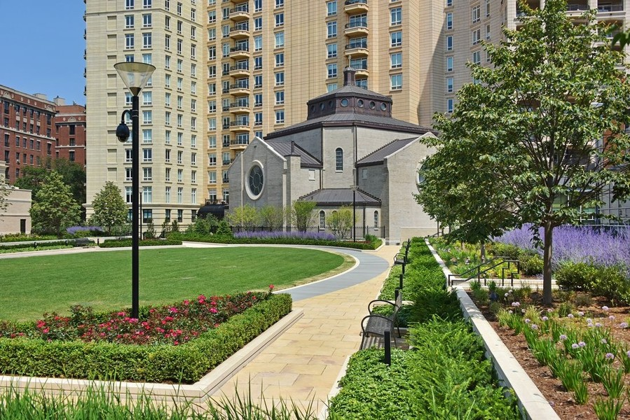 Real Estate Photography - 2550 N Lakeview, N703, Chicago, IL, 60614 - LP2550 Park Lawn and Gardens