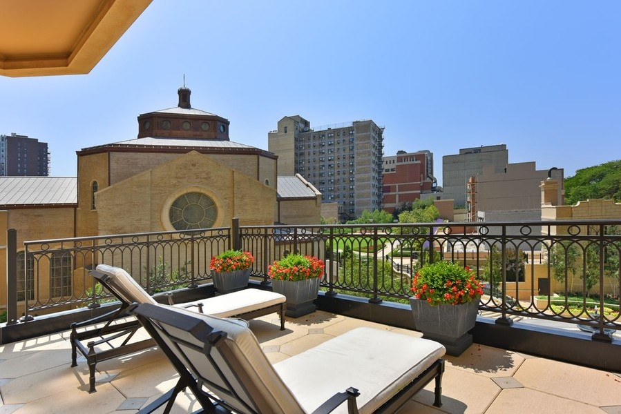 Real Estate Photography - 2550 N Lakeview, N703, Chicago, IL, 60614 - Sun Deck
