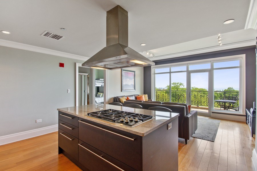 Real Estate Photography - 2550 N Lakeview, N703, Chicago, IL, 60614 - Kitchen / Living Room