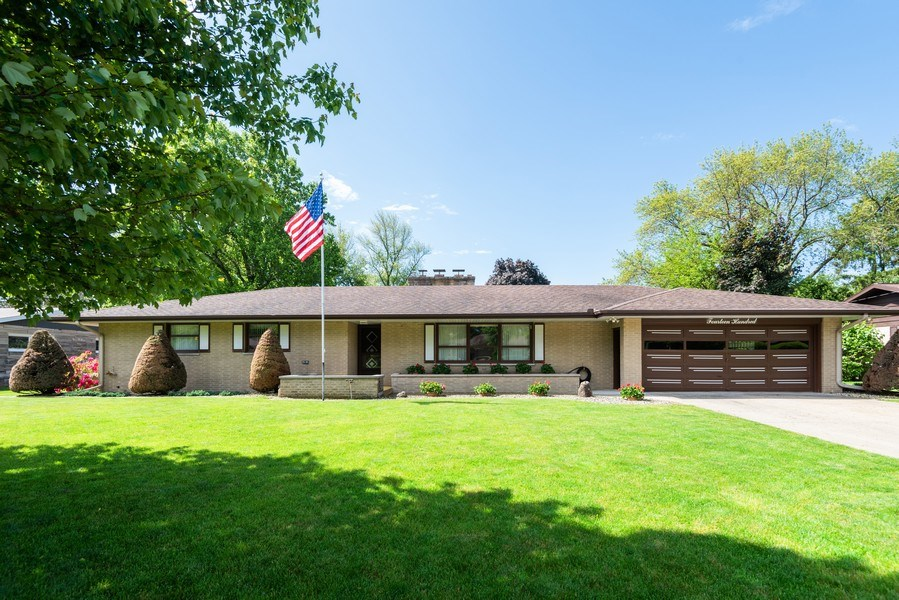 Real Estate Photography - 1400 Hickory Dr, St Joseph, MI, 49085 - Front View
