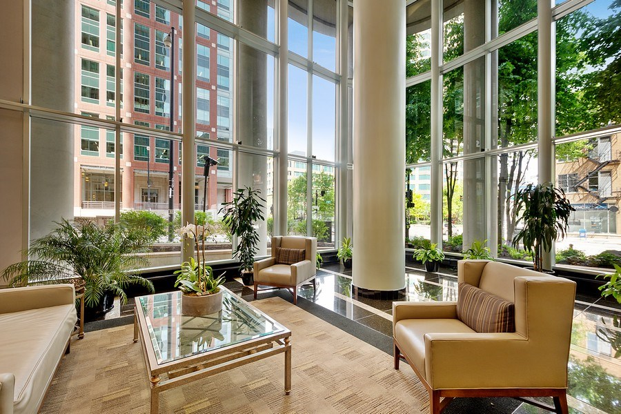 Real Estate Photography - 345 N LaSalle, unit 4602, Chicago, IL, 60654 - Lobby