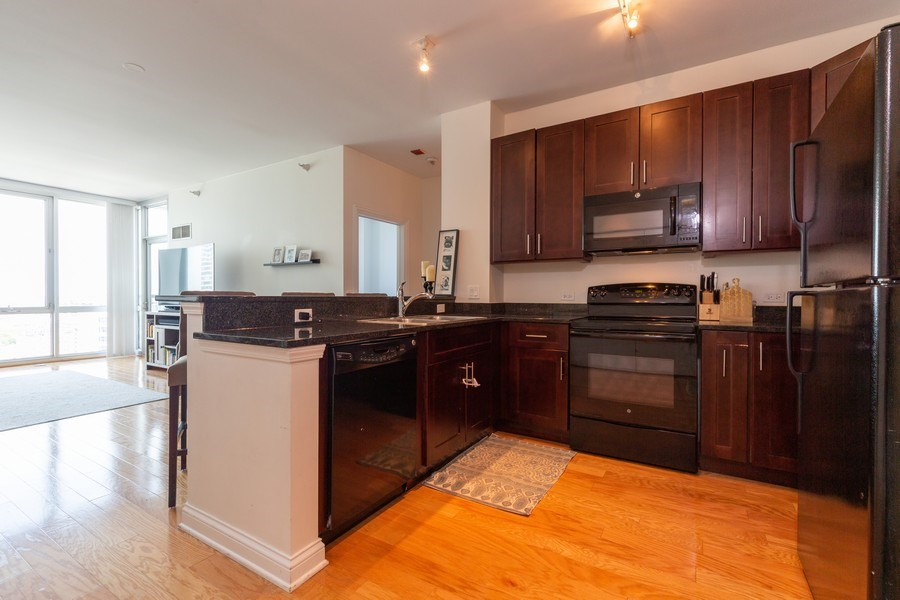 Real Estate Photography - 1629 S Prairie Ave, Unit 2307, Chicago, IL, 60616 - Kitchen