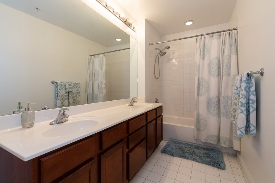 Real Estate Photography - 1629 S Prairie Ave, Unit 2307, Chicago, IL, 60616 - Bathroom