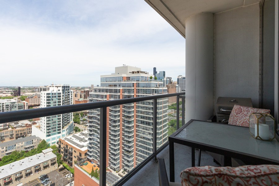 Real Estate Photography - 1629 S Prairie Ave, Unit 2307, Chicago, IL, 60616 - Balcony