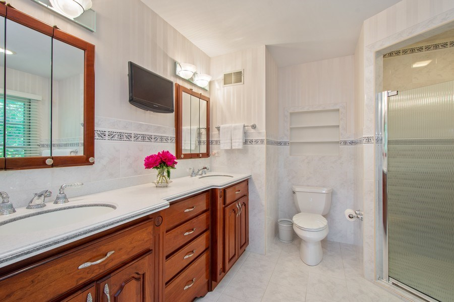 Real Estate Photography - 308 Grayfriars Ln, Inverness, IL, 60067 - Master Bathroom
