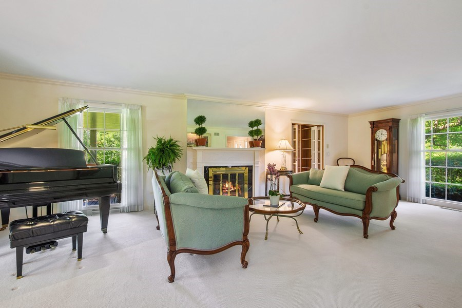 Real Estate Photography - 308 Grayfriars Ln, Inverness, IL, 60067 - Living Room