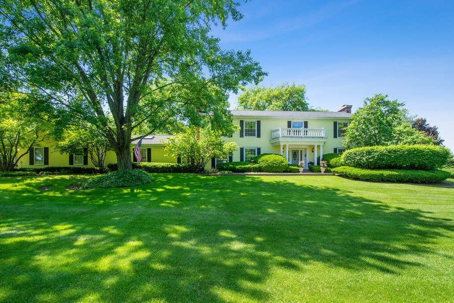 Real Estate Photography - 308 Grayfriars Ln, Inverness, IL, 60067 - Front View