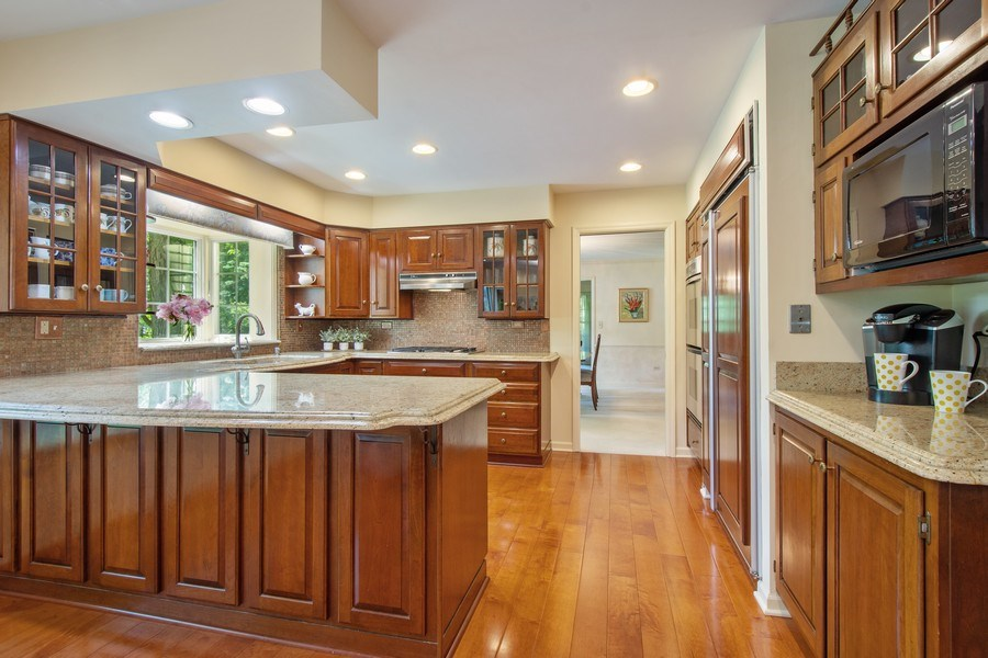 Real Estate Photography - 308 Grayfriars Ln, Inverness, IL, 60067 - Kitchen
