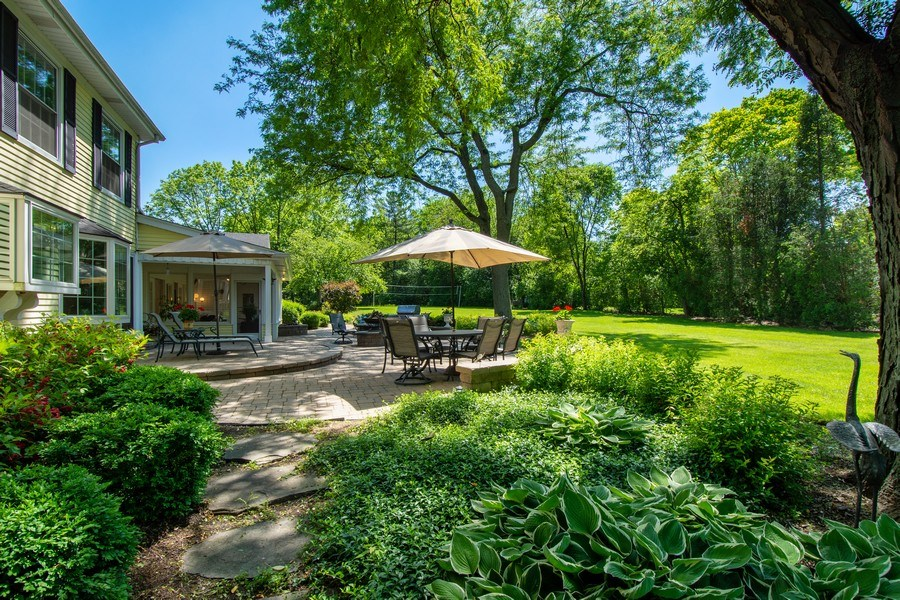 Real Estate Photography - 308 Grayfriars Ln, Inverness, IL, 60067 - Patio/Backyard