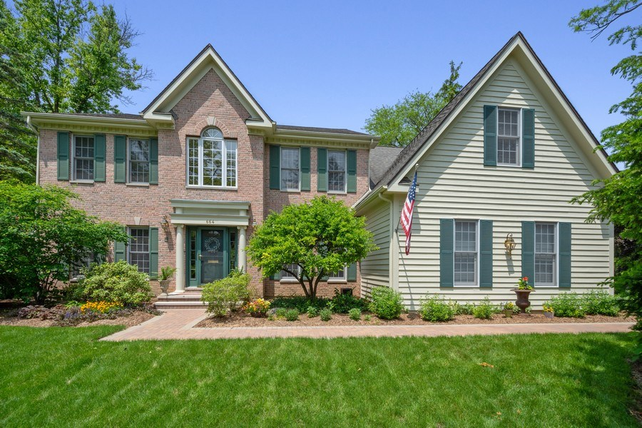 Real Estate Photography - 664 Oak Rd, Barrington, IL, 60010 - Front View