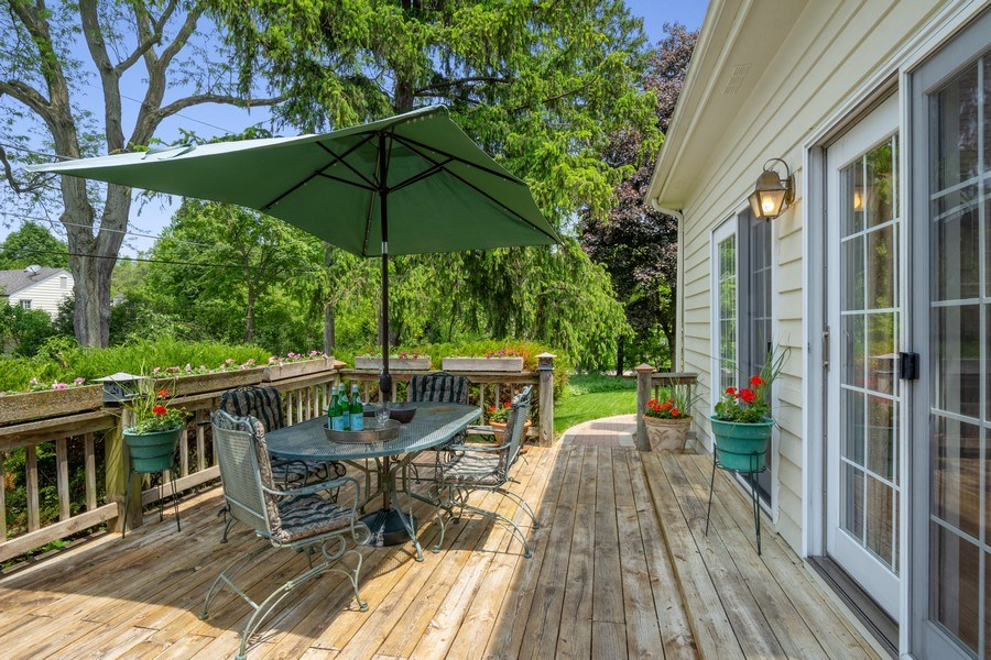 Real Estate Photography - 664 Oak Rd, Barrington, IL, 60010 - Deck