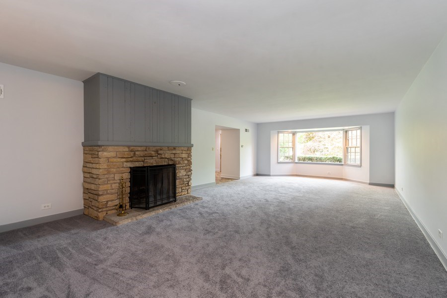 Real Estate Photography - 1154 Sheridan Rd, Highland Park, IL, 60035 - Living Room