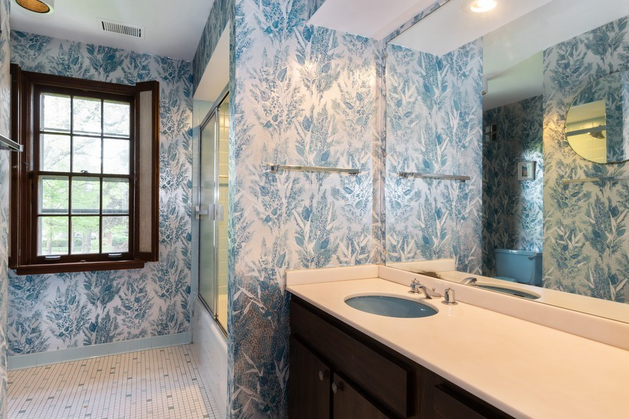 Real Estate Photography - 1154 Sheridan Rd, Highland Park, IL, 60035 - Bathroom