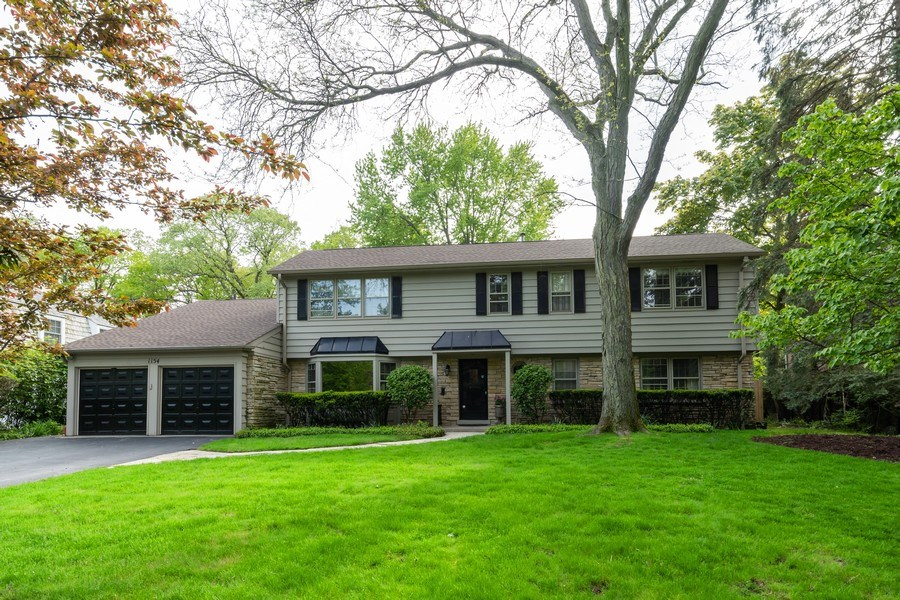Real Estate Photography - 1154 Sheridan Rd, Highland Park, IL, 60035 - Front View